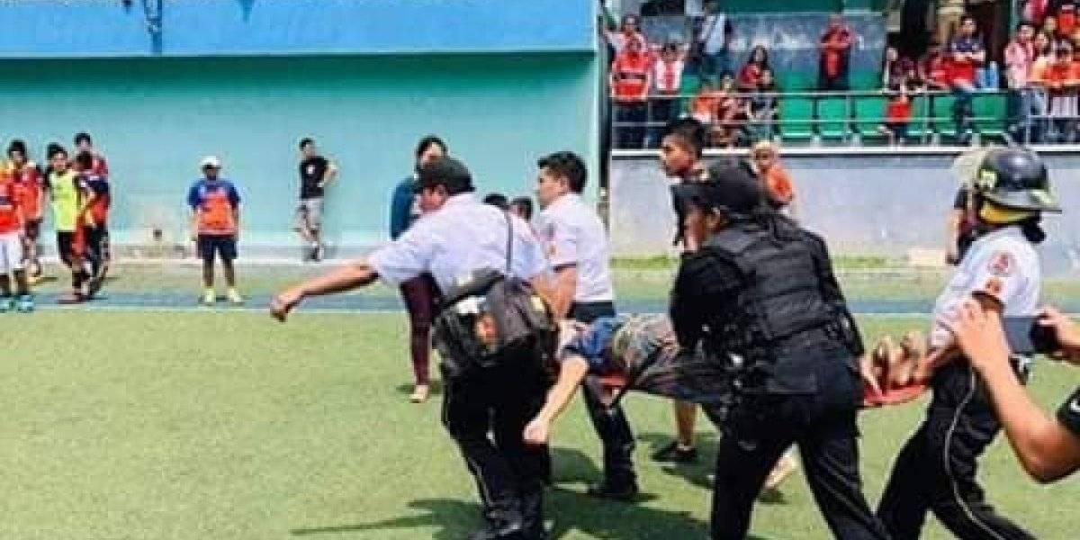 Violencia en juego de futbol profesional termina con una mujer herida