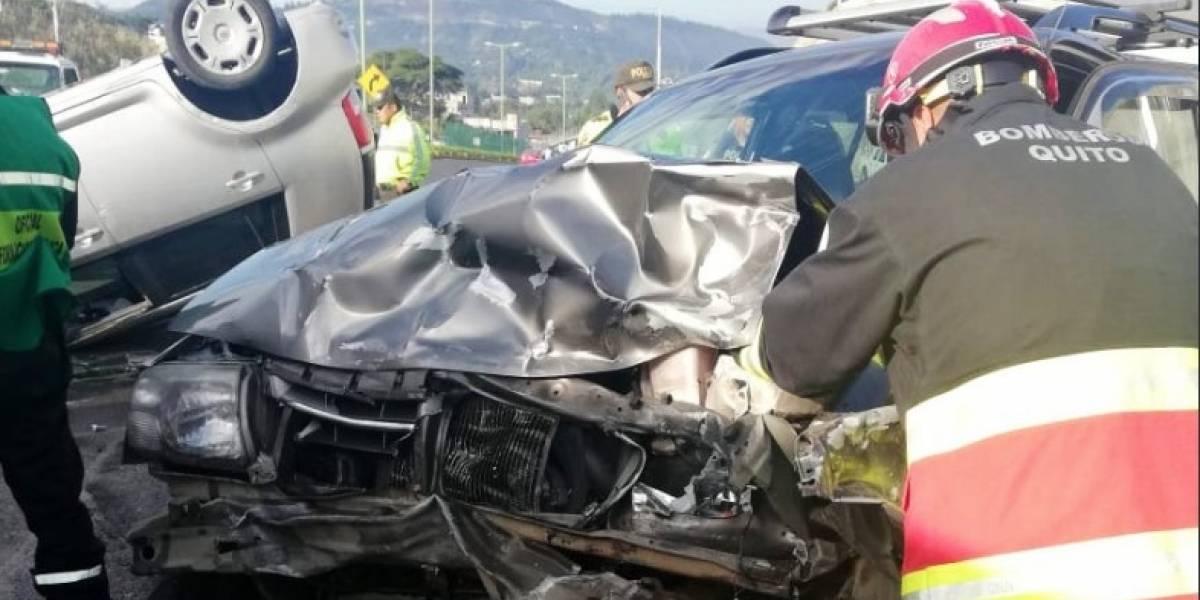 Accidente de tránsito en el sector del redondel de Guayllabamba