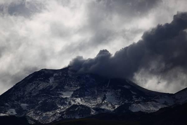 Reportan nuevo evento explosivo en complejo volcánico Nevados de Chillán