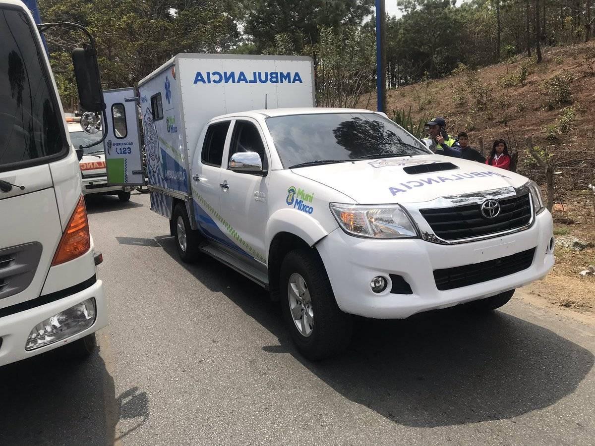 Bus vuelca en San Raymundo Bomberos de Mixco
