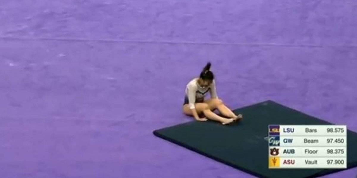 No apto para sensibles: gimnasta se rompió las dos piernas en plena competencia y se retiró del deporte