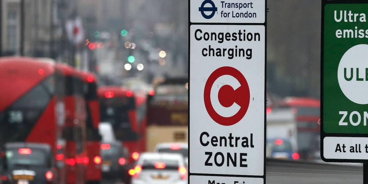 Londres aplica impuesto a autos viejos por contaminación