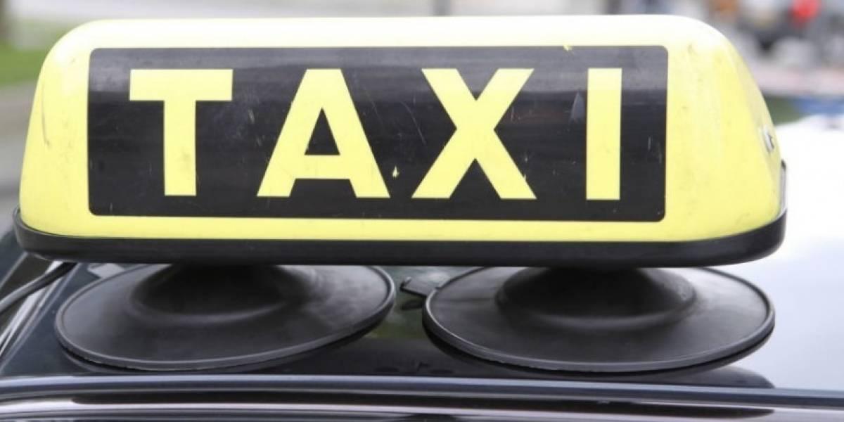 Padres olvidan a su bebé recién nacido en un taxi — MUNDO
