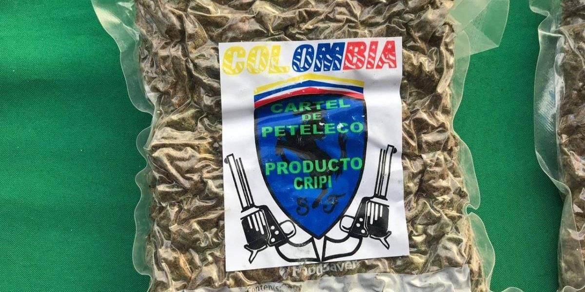 """Esta es la nueva forma de marcar los paquetes de droga en Chile: Carabineros incauta marihuana creepy """"firmada"""" por el Cartel de Peteleco"""