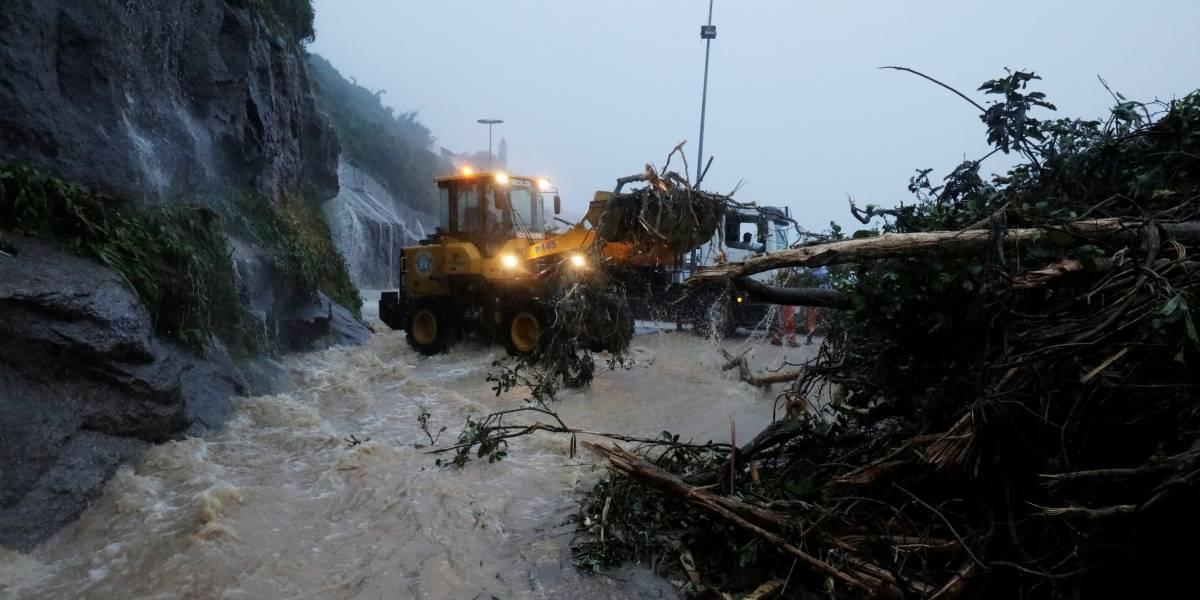 Chuva deixa oito mortos no Rio de Janeiro; cidade entra em estágio de crise
