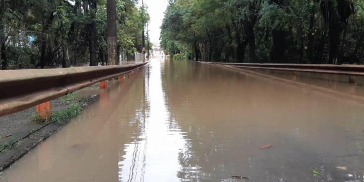 Rio transborda, alaga ruas e deixa mais de 60 desabrigados em Capivari, interior de SP