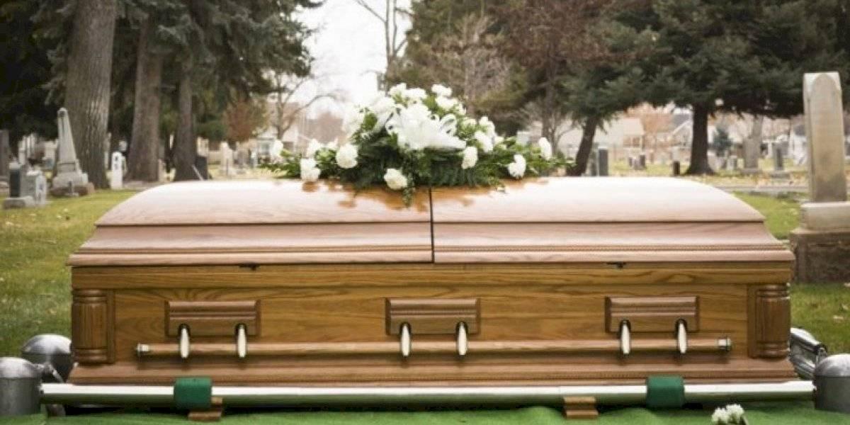 Decreto municipal permite fallecer sólo en días hábiles — Prohibido morir