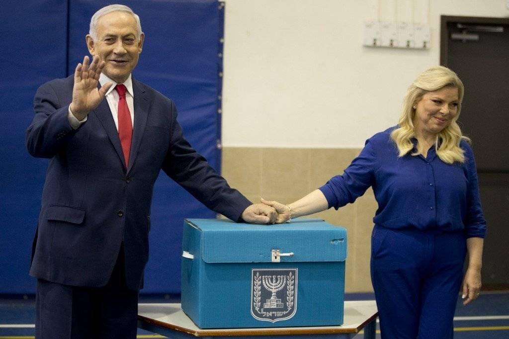 Benjamin Netanyahu vota en Israel