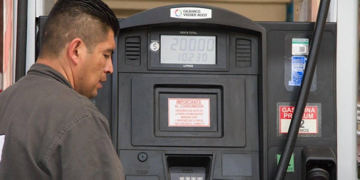 Gasolina sube más de 4% en gobierno de AMLO; diésel aumenta casi 6%