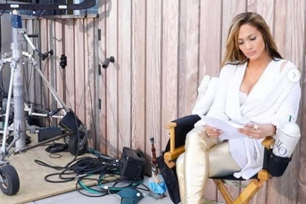 ed03af2c4e9 Jennifer López estrenó su nuevo video 'Medicine' donde luce más sexy ...