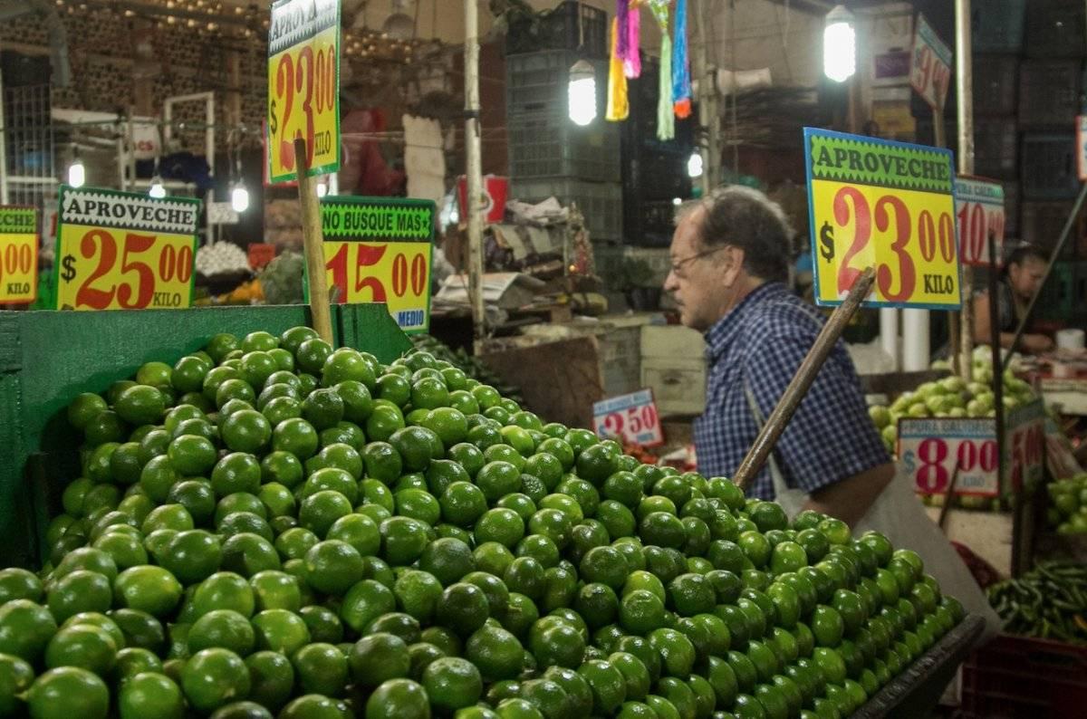 Limón, jitomate, gasolina y transporte aéreo disparan inflación a 4%