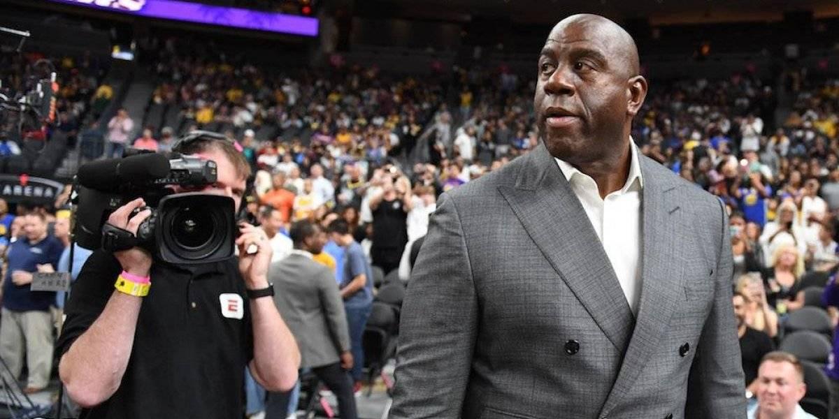 Magic Johnson renuncia a su puesto directivo en Lakers