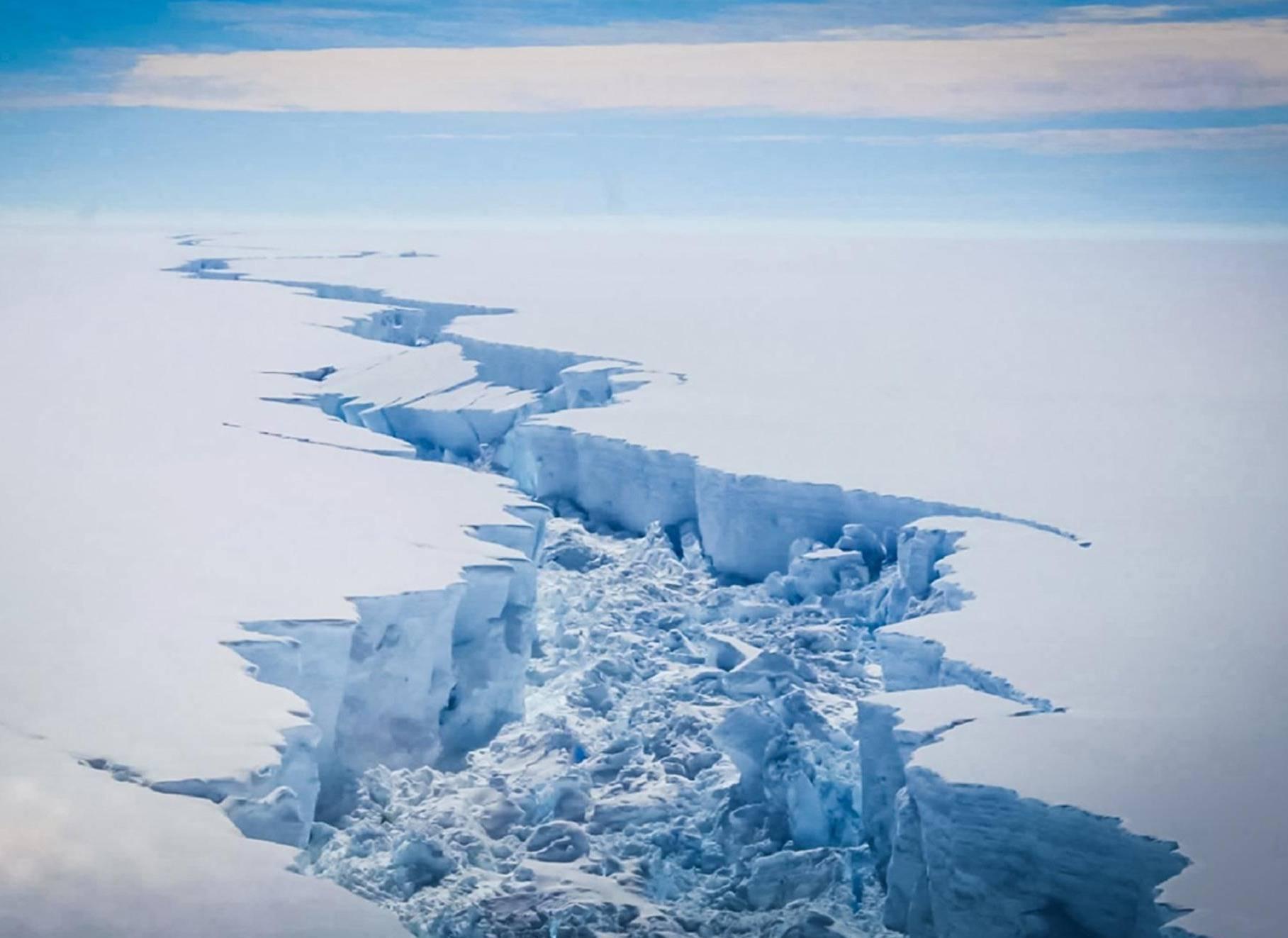 Excéntrico millonario quiere remolcar un iceberg desde la Antártida para combatir la sequía