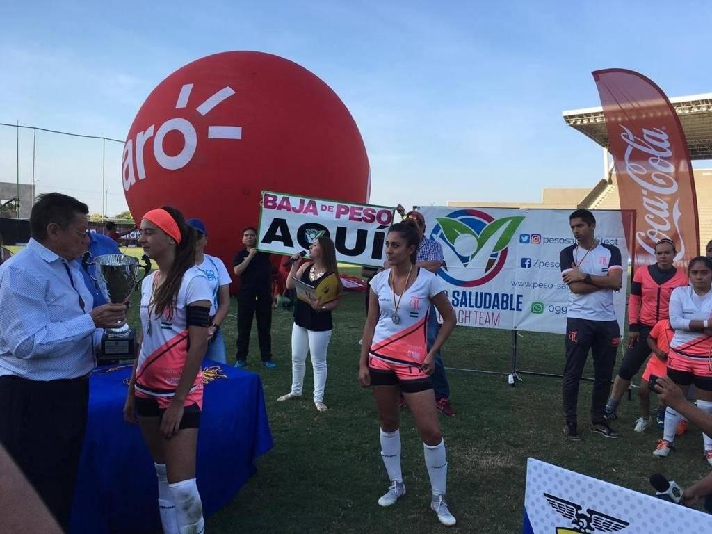 Fernanda Vásconez en la premiación del torneo femenino del 2018