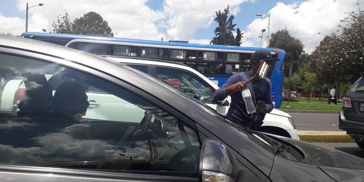 AMC ha identificado 220 limpiaparabrisas en Quito ¿Cuánto ganan?