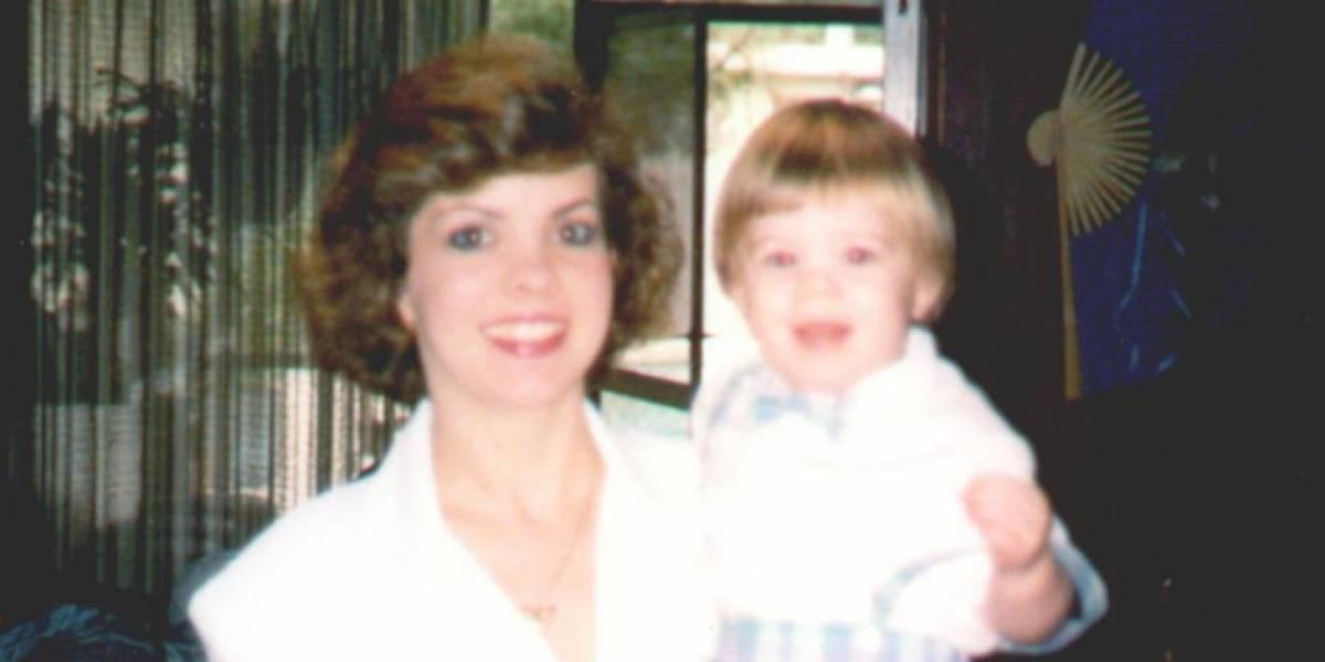 Su madre desapareció cuando era niño y 21 años después encontró el cuerpo enterrado en el patio de su casa
