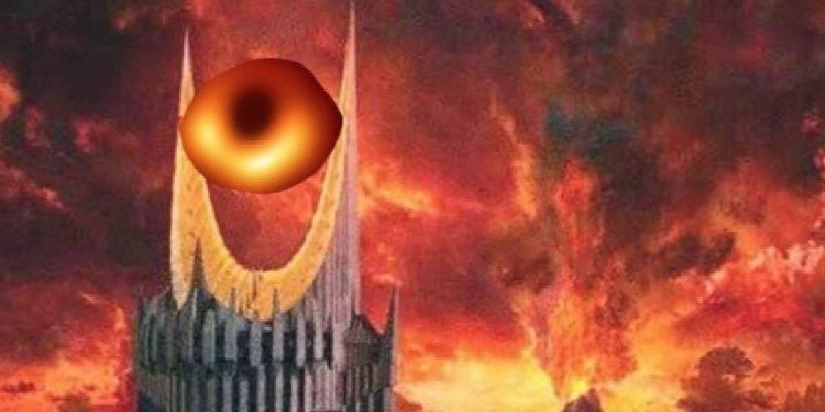 """""""El ojo de Saurón"""" y locas teorías de los terraplanistas: así reaccionaron las redes sociales tras la esperada primera foto del agujero negro"""