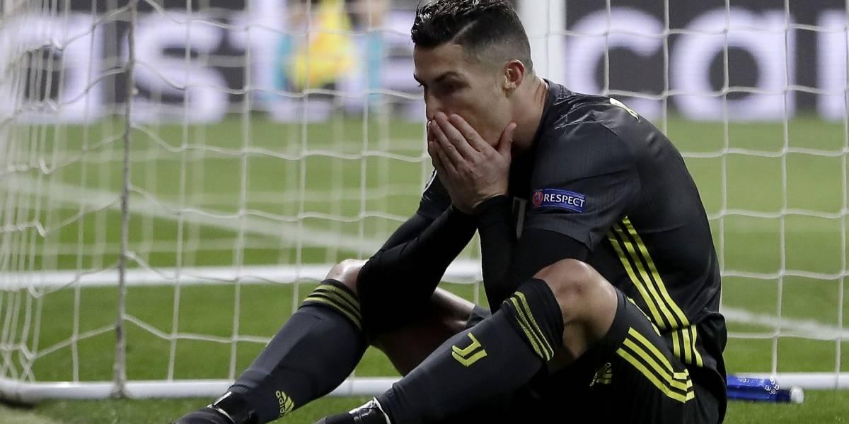 VIDEO: Fans del Ajax enloquecen para no dejar dormir a CR7 y la Juve