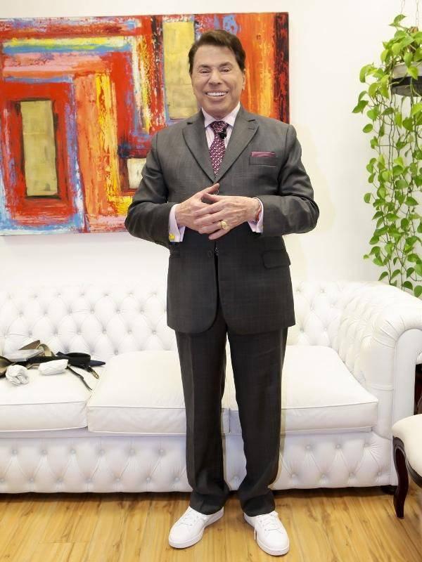 Silvio Santos de terno e tênis