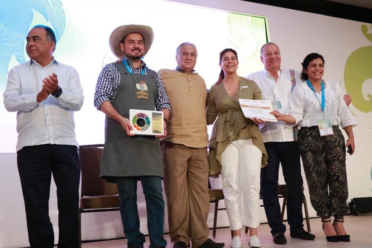 El secretario de Turismo, Miguel Torruco entregó reconocimientos a empresarios por la diversificación de productos turísticos. Sectur