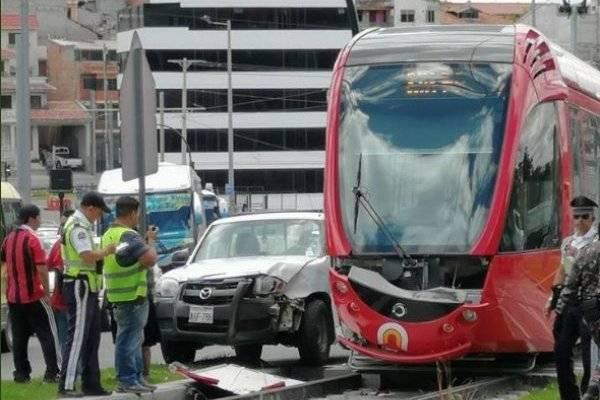 Cuenca: Accidente de tránsito entre Tranvía y camioneta