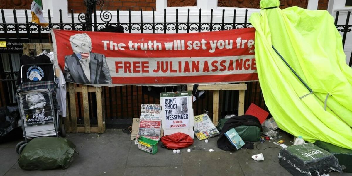 "Policía inglesa explica detención de Julian Assange: asegura que es por ""pedido de extradición de Estados Unidos"""