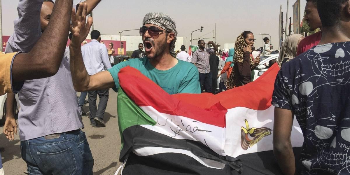 Ejército da golpe de estado en Sudán; arresta al presidente