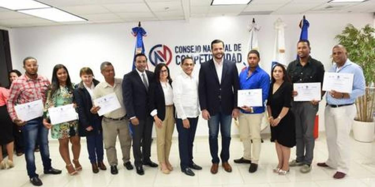 Artesanos y facilitadores INFOTEP reciben certificación