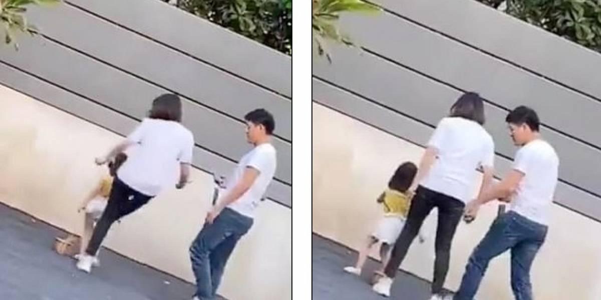 Mujer pateó a su hija de tres años porque no posó bien para unas fotos