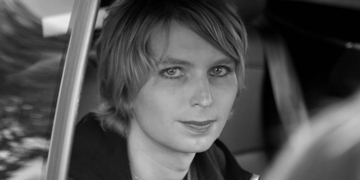 Chelsea Manning sacó el habla tras la detención de Julian Assange y pide ser liberada