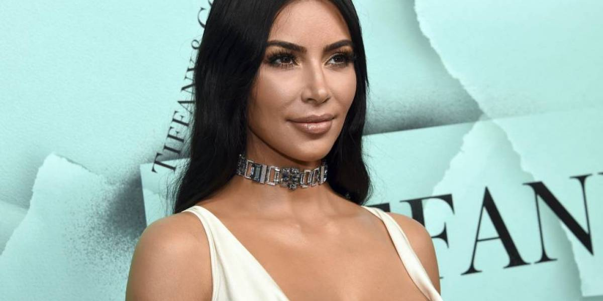 Kim Kardashian escurre agua hasta en medio de sus piernas en el Met Gala 2019