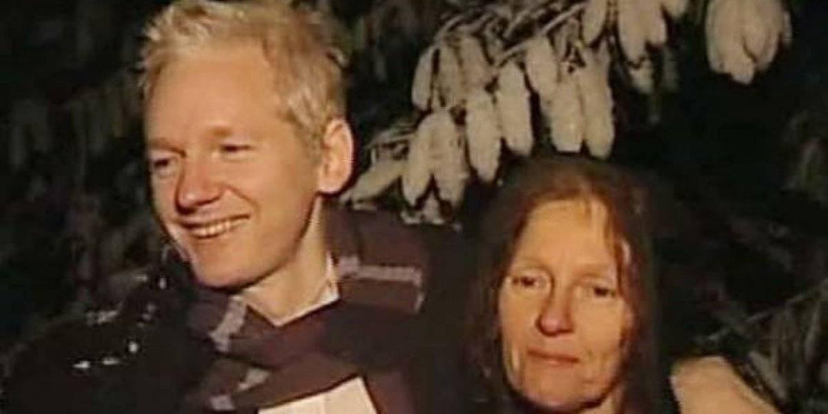 """Madre de Julian Assange acusa a Lenín Moreno de """"engañoso, podrido traidor"""""""
