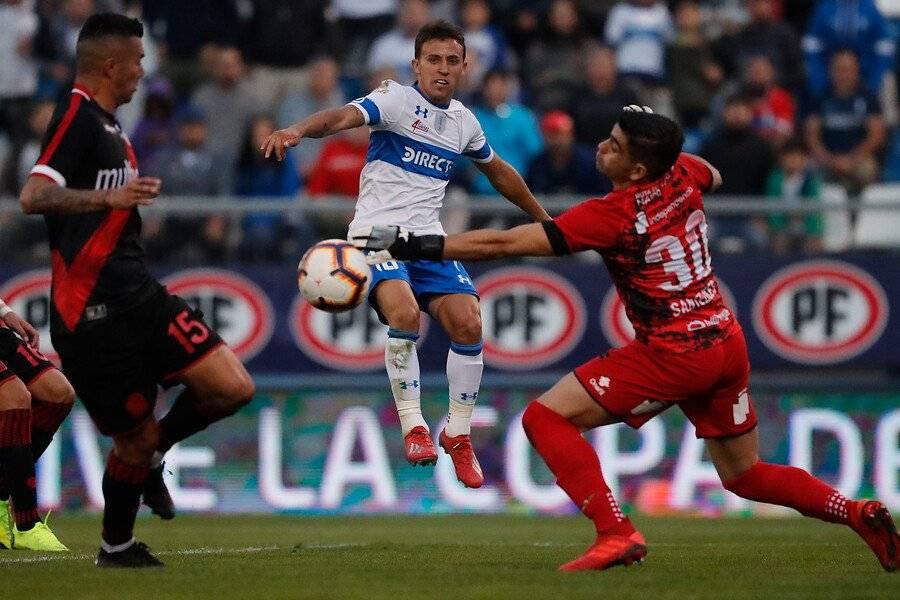 Luis Santelices fue figura en el empate sin goles entre la UC y Curicó / Foto: Photosport