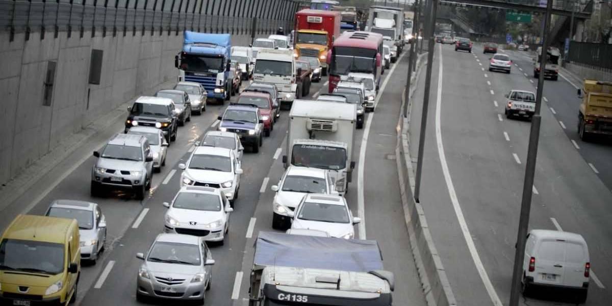 Doctor en Física sostiene que restricción a catalíticos sólo reducirá en un 1% la contaminación en Santiago