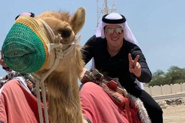 Político presume viaje a Qatar y que gasolina cuesta 8 pesos