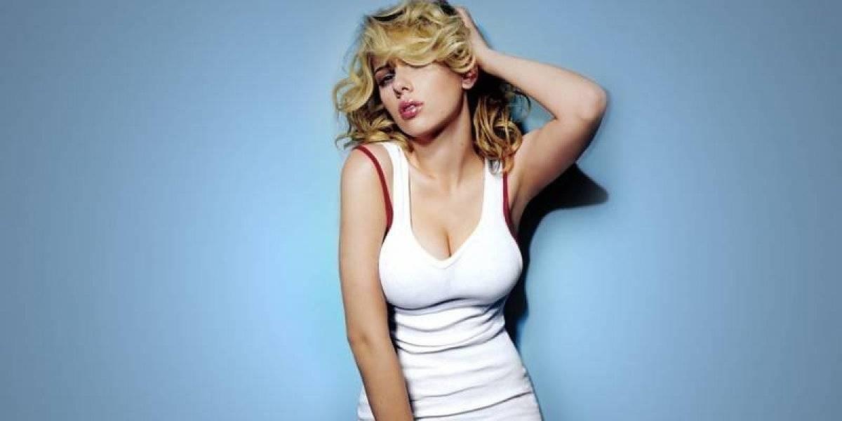 Scarlett Johansson impacta con tremendo escote tras reducir su busto