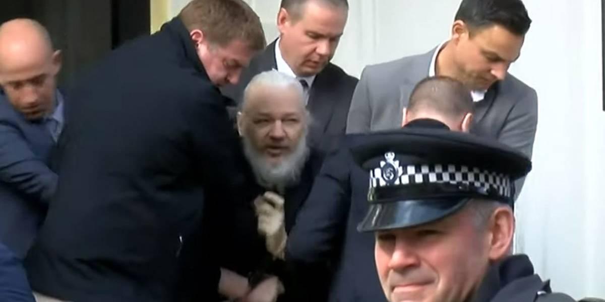 Video: Así fue le momento de arresto de Julian Assange