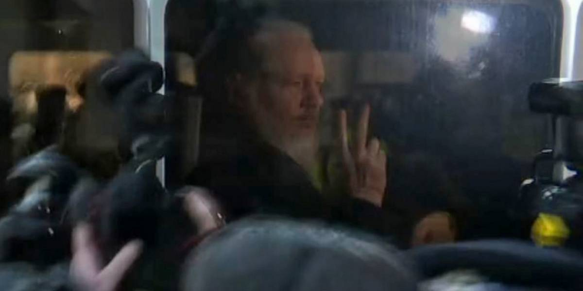 VIDEO. Captan momento en el que Assange es capturado en Londres
