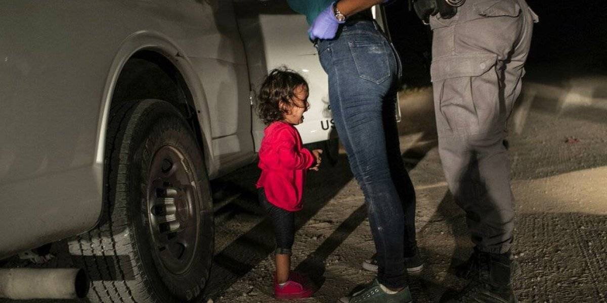 Foto de niña migrante llorando en la frontera de EU gana el World Press Photo