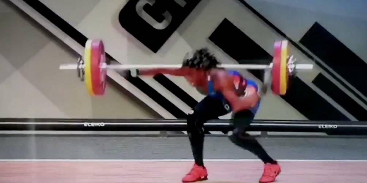 VIDEO: Atleta sufre impactante fractura en competencia de levantamiento de pesas