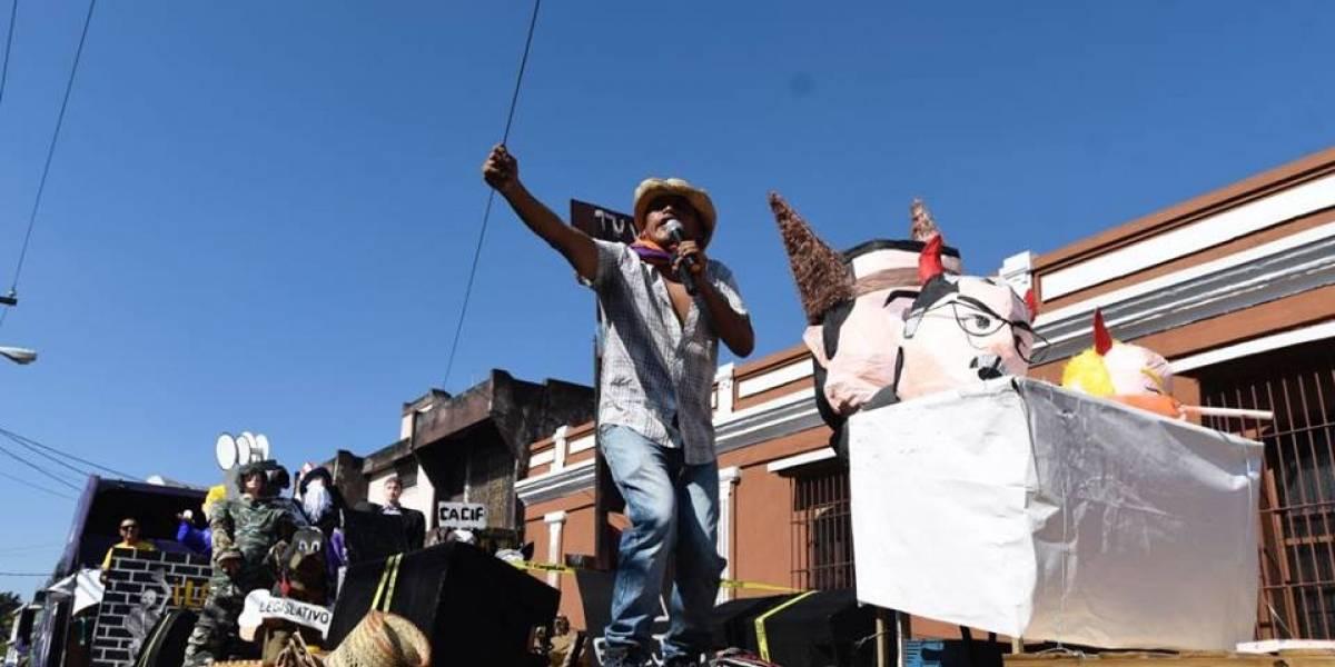 Música, bailes y consignas, así se desarrolla el Desfile Bufo de la Usac