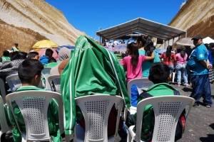 En Chimaltenango se instaló un toldo para funcionarios de gobierno e invitados especiales, mientras que vecinos soportaron las inclemencias del sol.