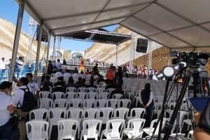 Funcionarios se protegieron del sol durante la inauguración del libramiento de Chimaltenango.