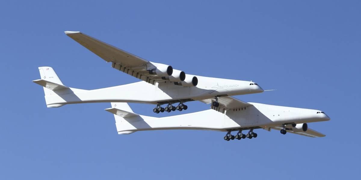 Despega el avión más grande del mundo en California