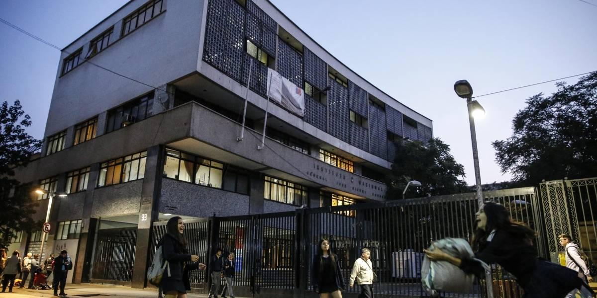 La medida comenzará este viernes: ingreso al Instituto Nacional será con cédula de identidad o pase escolar