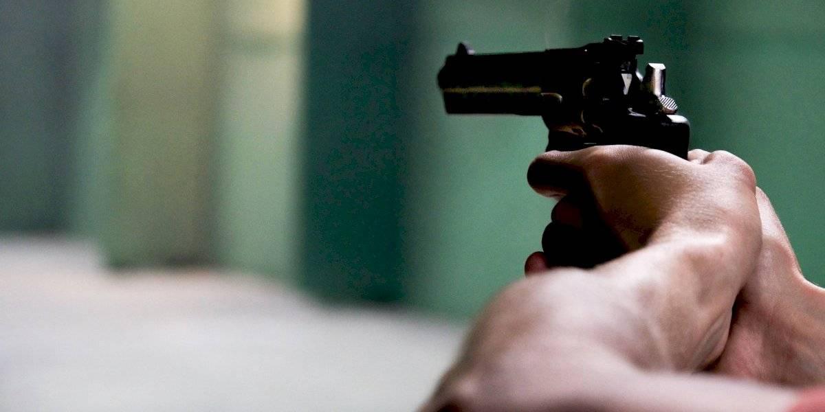 Hombre le dispara a su esposa y alega fue por un tropiezo