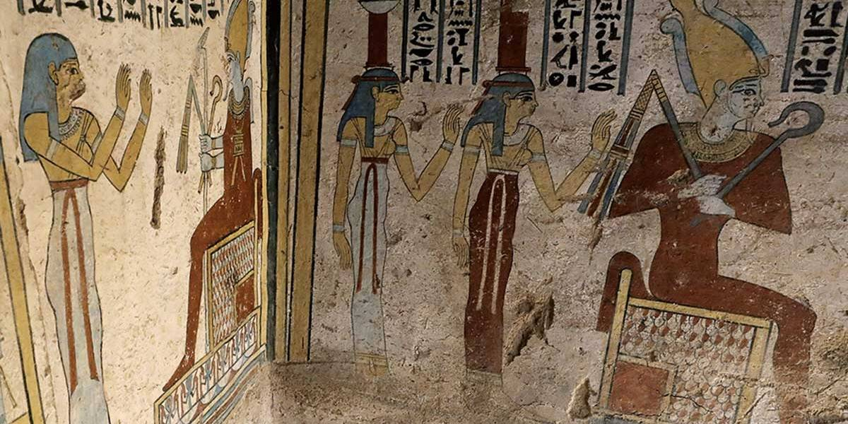 Tumba ptolomaica é encontrada no Egito