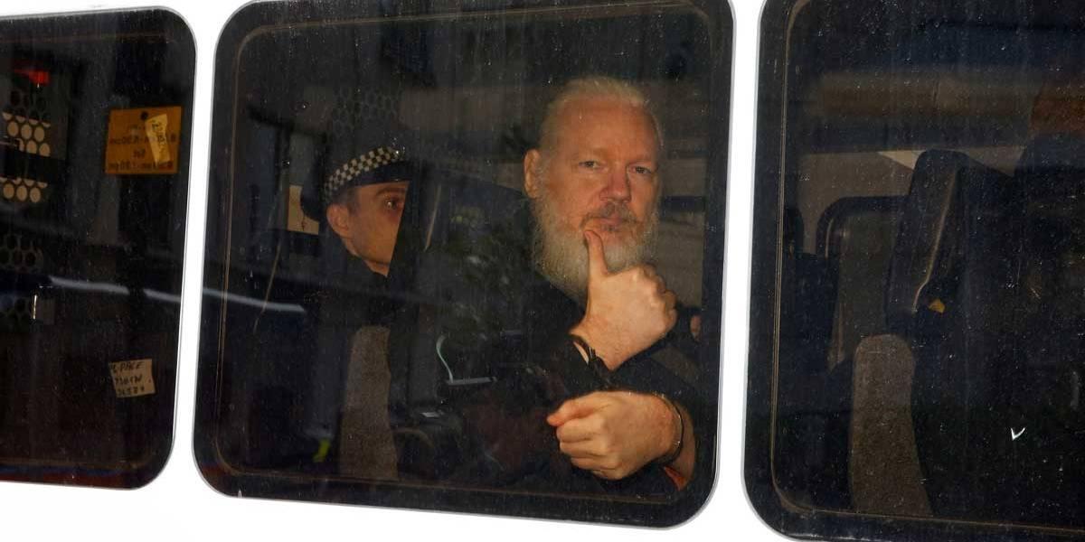 Suécia reabre inquérito contra Julian Assange por estupro