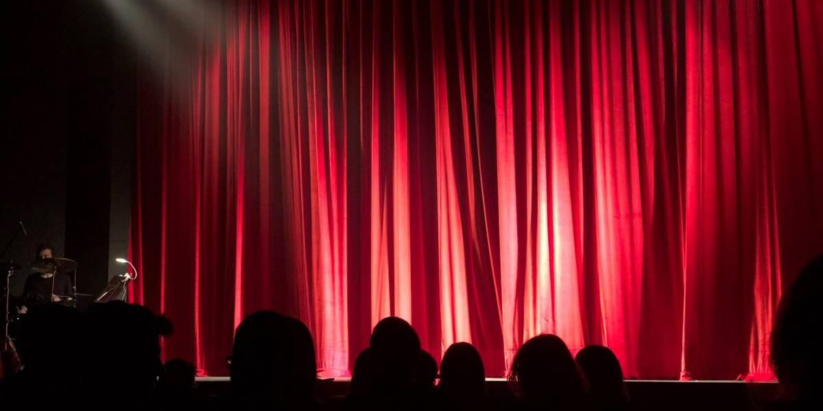 Comediante murió en pleno show y el público se rió pensando que era un chiste
