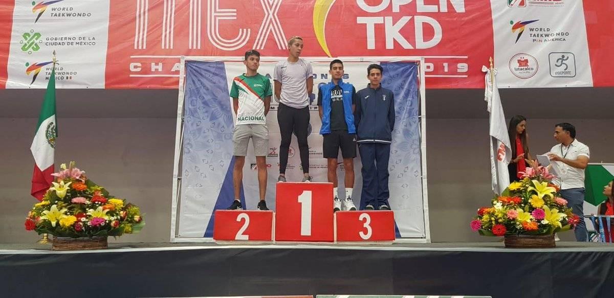 Rafael González y su medalla en el taekwondo